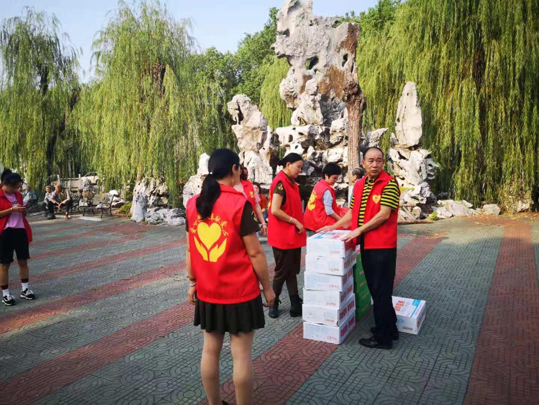 10月5日重阳节公司参加宜兴和桥敬老院公益活动!
